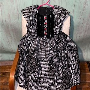 Black and white dress size 4